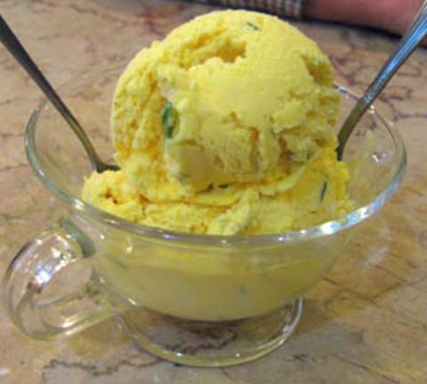 بستنی سنتی زعفرانی (اکبر مشدی)