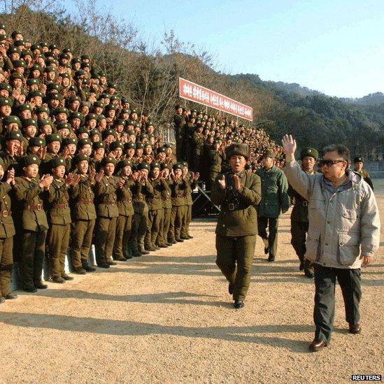 زندگی کیم جونگ ایل در آینه تصویر