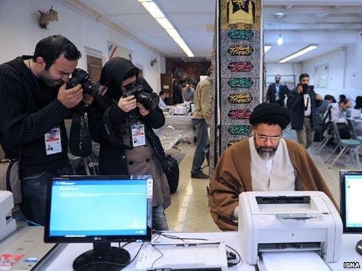 ثبت نام گسترده هواداران خامنه ای و احمدی نژاد برای انتخابات مجلس نهم