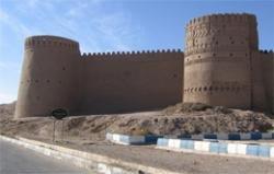 مرمت غیراصولی یک ارگ ساسانی با آجر در ایران