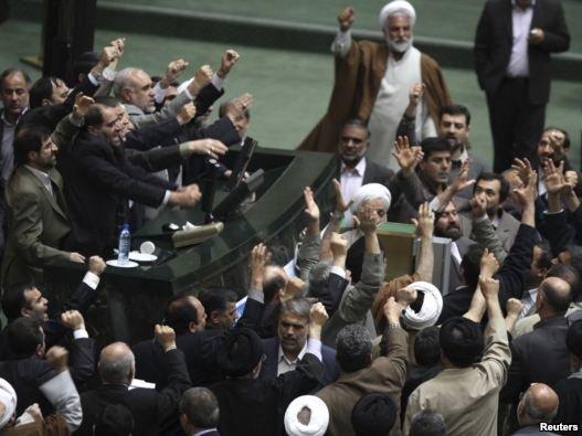 اعتراض چندین نماینده به گزارش کمیسیون اصل ۹۰ از حوادث انتخابات