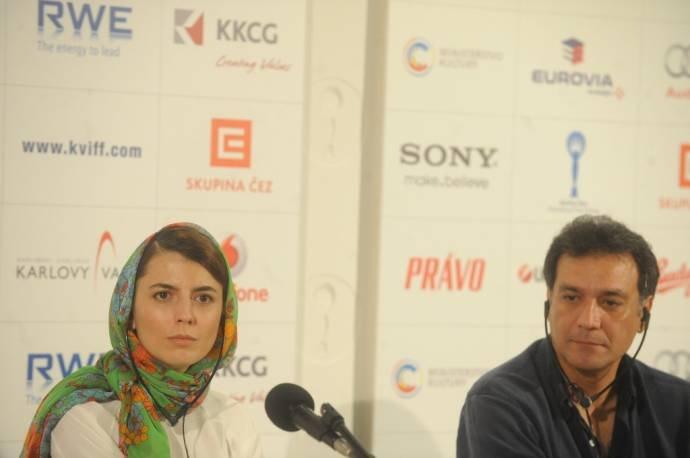 علی مصفا، لیلا حاتمی و فرزندانشان در کشور چک