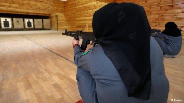 پلیس زن افغان یک مشاور آمریکایی را به ضرب گلوله کشت