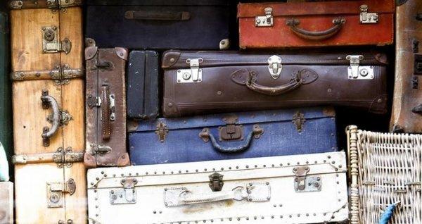 پیشگویی و تعبیر سال نو با چمدان٬ انگور و شورت