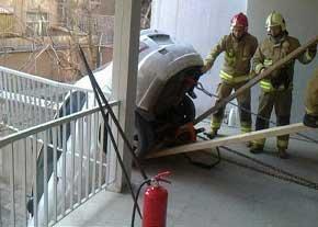 سقوط خودرو به حیاط خانه