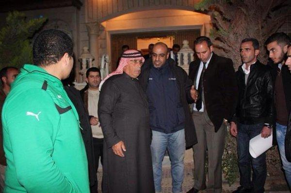 پدر خلبان اردنی: پسرم مهمان داعش است/ نظرسنجی داعش: چگونه بکشیمش؟ / کمپین اردنیها برای حمایت از خلبان اسیر